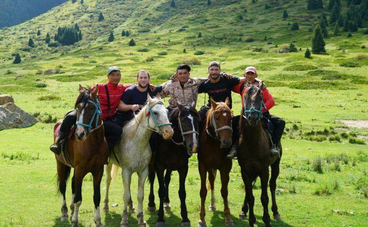 horse riding in kyrgyzstan group tour