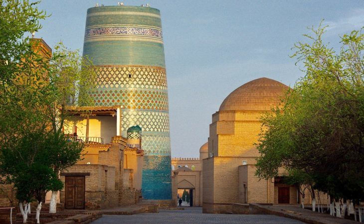 Kalta Minor tower in Khiva, blue big minaret Uzbekistan