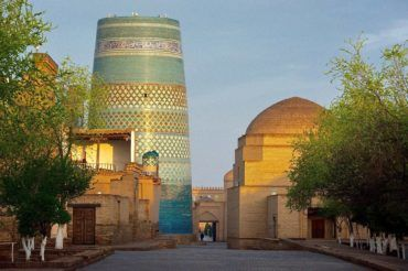 Khiva kalta minor big blue minaret - Uzbekistan highlights