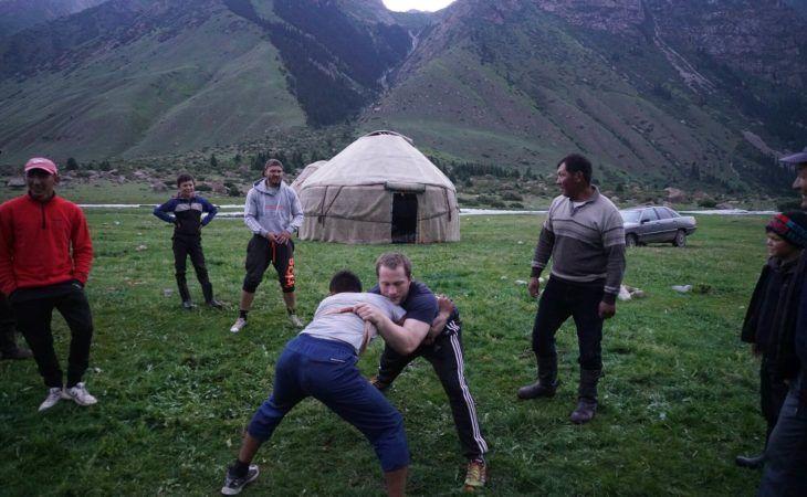 kyrgyz wrestling with travellers-nomad university