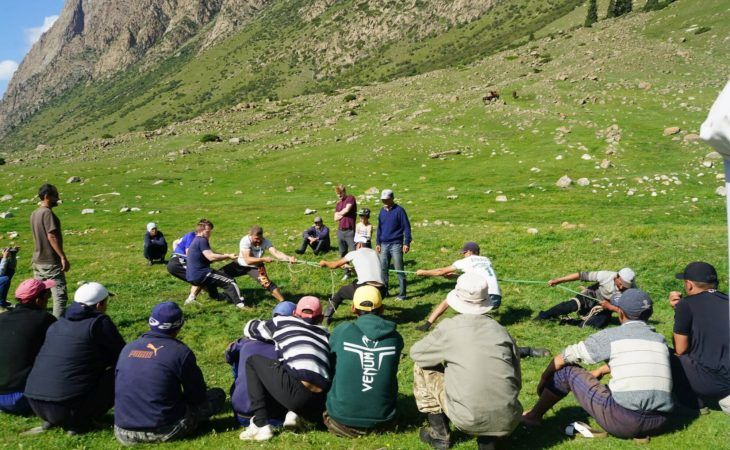 group tour learning how to play nomad games in kyrgyzstan