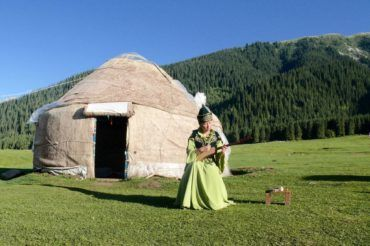 Kyrgyz folklore in front of the yurt