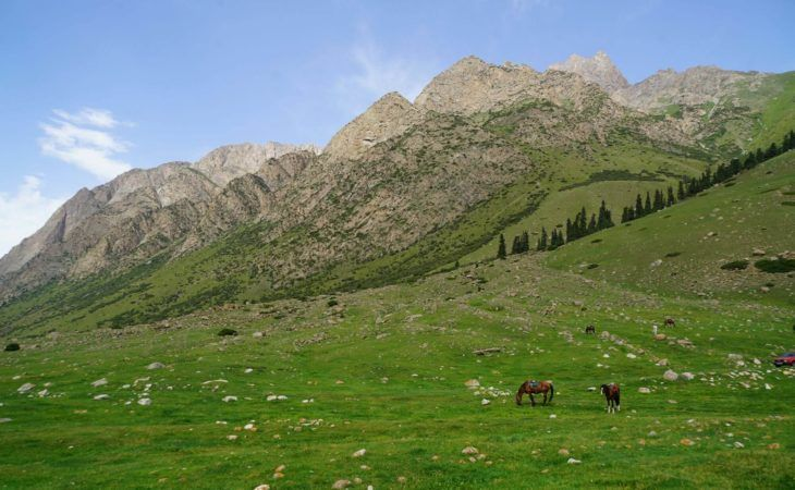 Mountains in Kyrgyzstan tour beautiful scenery