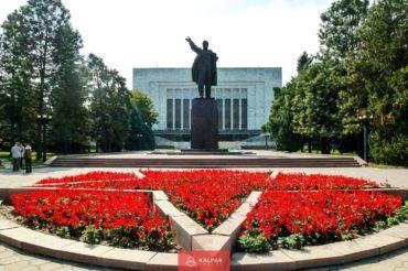 Bishkek city tour, Lenin monument