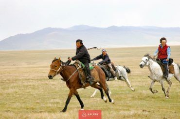 Son Kul, horse-riding