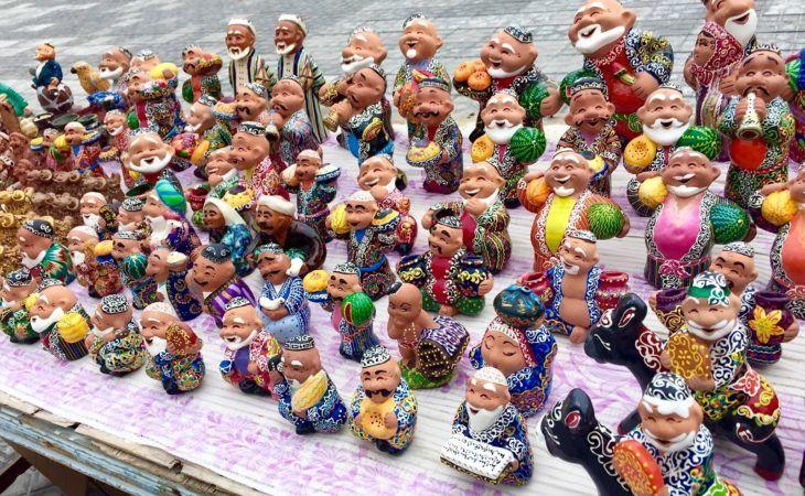 souvenirs of colorful Uzbek statues