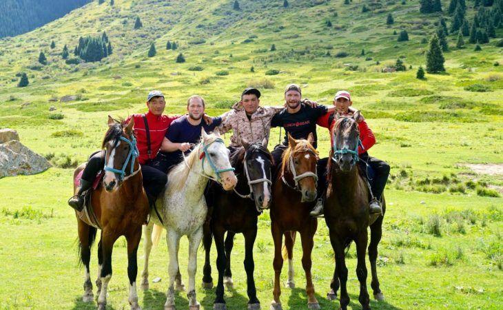 kyrgyzstan horse riding central asia tour