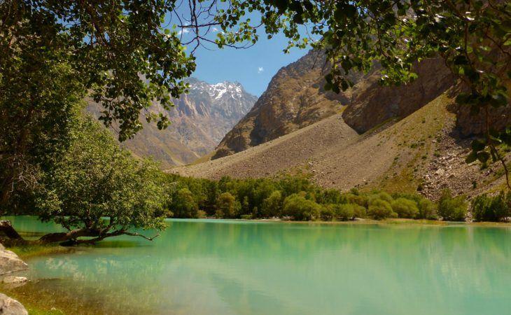 Active Pamir Highway Tour trekking through lakes & mountain valleys