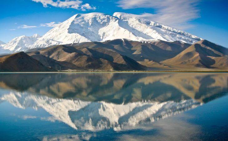 karakul lake on the border of kyrgyzstan