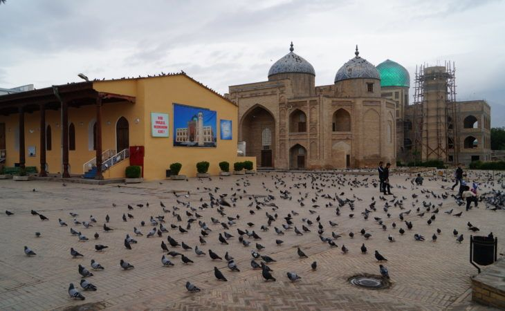 Khujand mosque and square