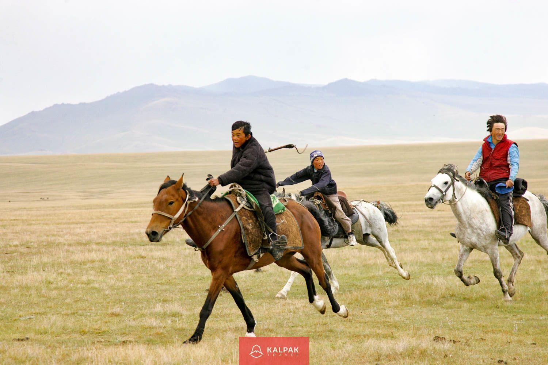 Horse riding in Kyrgyzstan, racing horse game