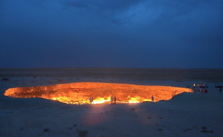 darvaza gas crater or gate of hell in turkmenistan during the best of central asia tour