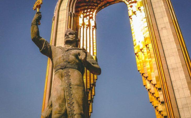 Dushanbe Somoni gold monument