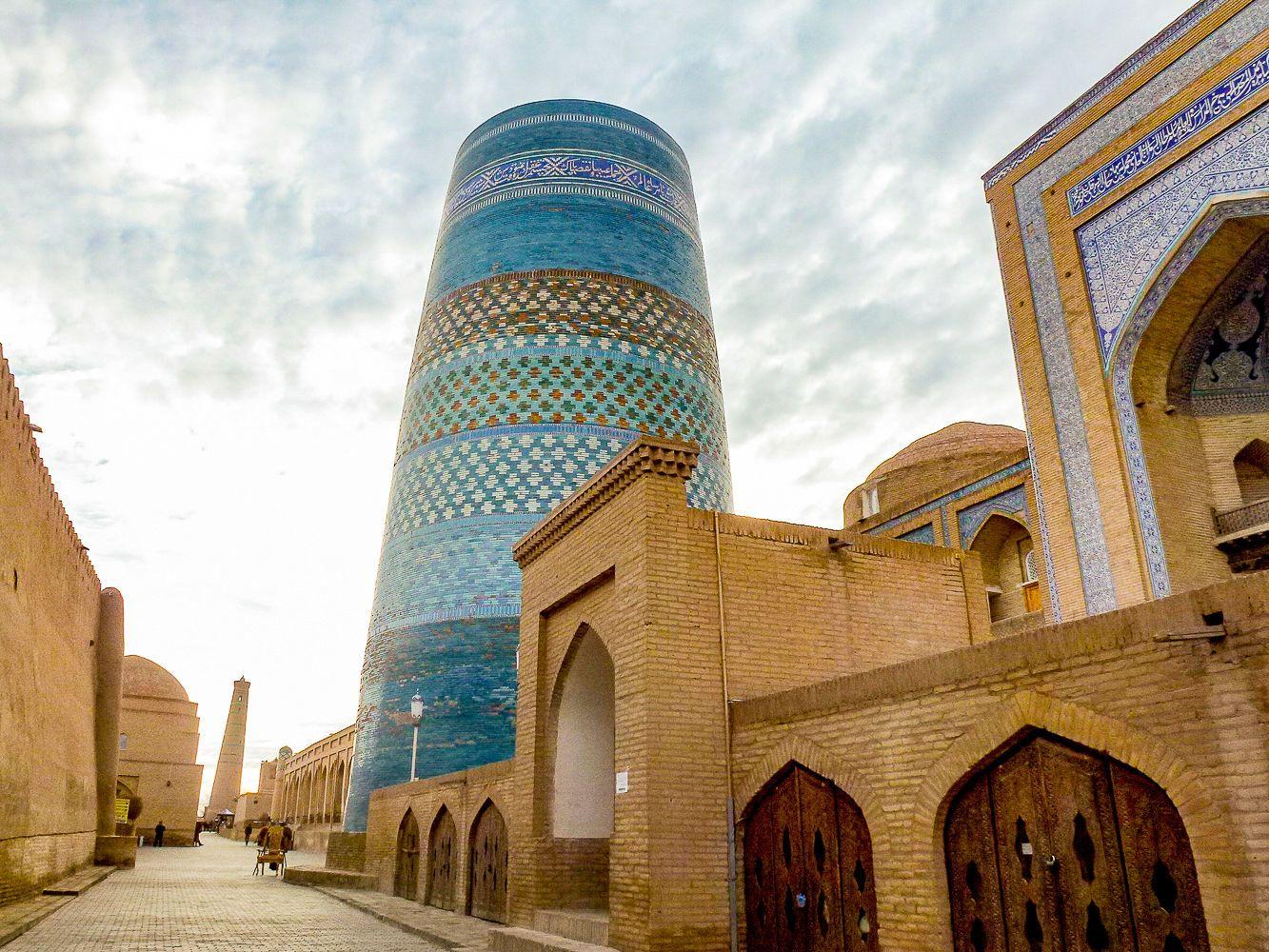 Central Asia Tour - Blue minaret in Khiva, Kalta minor
