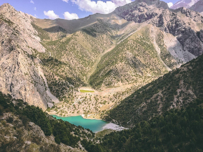 Türkisblauer See im Fann-Gebirge in Tadschikistan
