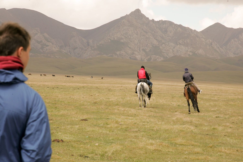 Song Kul, horse-riding