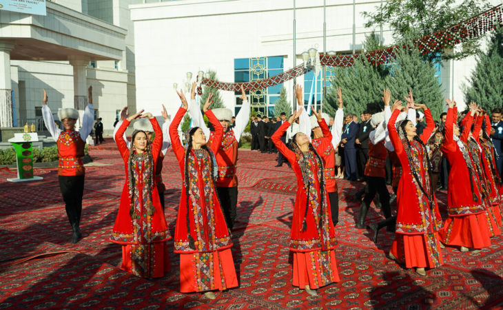 Turkemistan folk dance in national costumes